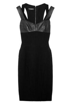 La Petite Robe Noire  De silueta tubo y con detalles de piel en el pecho, de Narciso Rodríguez.    Precio: 1.546€ en Net-a-porter.com