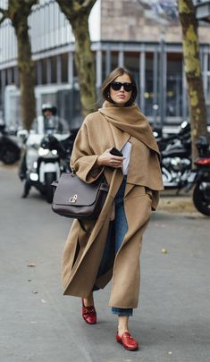 Wear 20 Street Style Outfits this Winter - Stil Mode - Winter Mode Italian Street Style, Nyc Street Style, European Street Style, Street Style Outfits, Spring Street Style, Cool Street Fashion, Street Style Looks, Mode Outfits, Fashion Outfits