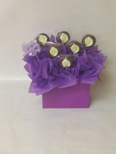 Mother's Day Arrangement: Calla Lilies #louisessweets #cookiepops #gourmetcookiepops #ediblecookiearrangements