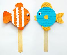Upcycle jar lids into colorful fishes. Use them as shakers or noise makers, attach strings to make a mobile, or turn them into cute fridge magnets. Hand Crafts For Kids, Animal Crafts For Kids, Fish Crafts, Craft Stick Crafts, Craft Ideas, Happy Bday Cake, Glitter Glue, Colorful Fish, Jar Lids