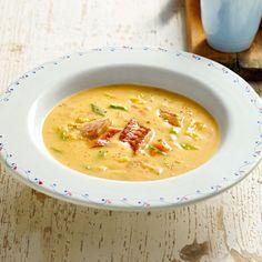 Nur mit Kartoffeln schmeckt die Suppe schon klasse. Und wer mag, kann ihr mit geräuchertem Aal eine ganz besondere Note verleihen.