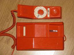 premier téléphone murale