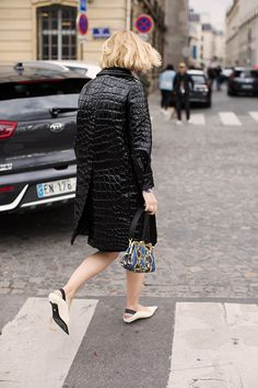 On the Street…Rue Saint-Dominique, Paris (The Sartorialist) Saint Dominique, Scott Schuman, Sartorialist, Summer Outfits Women, Feminine Style, Rue, Autumn Winter Fashion, Winter Style, Street Style