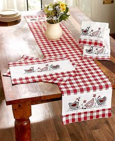The Country Hens Table Linens or Towels are a delightful addition to your rustic decor. Each piece features a traditional plaid pattern with 3 hens printed on f Country Farmhouse Decor, Farmhouse Table, Rustic Decor, Rustic Italian, Italian Home, Deco Table, A Table, Rustic Kitchen, Kitchen Decor