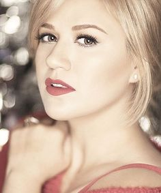 Kelly Clarkson - Wrapped In Red Photo Shoot