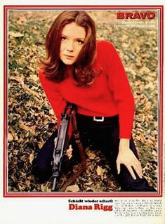 Diana Rigg (Emma Peel) in a typical The Avengers shot Emma Peel, The Avengers, Stag Film, Diana Riggs, Dame Diana Rigg, Super 8 Film, Old Movie Stars, Actors & Actresses, Celebs