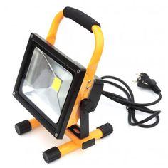 LED reflektor 20W s kabelem do zásuvky. Ideální pomocník při práci v dílně a na zahradě. Nahrazuje 200W halogenovou výbojku.