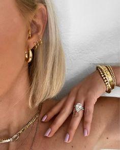 Nail Jewelry, Cute Jewelry, Jewelry Accessories, Trendy Accessories, Cute Ear Piercings, Golden Jewelry, Golden Earrings, Accesorios Casual, Mode Boho