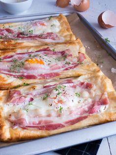 """Als ich dies Idee von einem """"all in one"""" Frühstück, mit blättrigem Croissant, Spiegelei und knusprigem Bacon sah, musste ich dieses einfac..."""