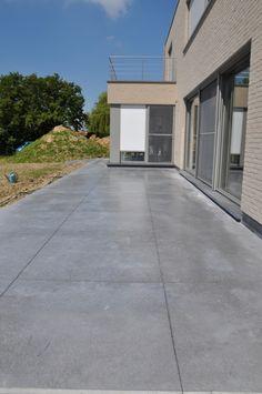 Colored Concrete Patio, Concrete Patio Designs, Concrete Walkway, Backyard Patio Designs, Patio Ideas, Modern Patio Design, Outdoor Kitchen Design, Modern Landscaping, Outside Patio