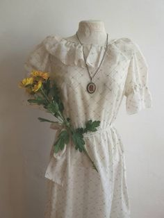 Gorgeous maxi dress from the 70s, perfect for your summertime spent in the fields with espadrillas, or with a biker jacket on, or dressing it up for a romantic bride... This beautiful long dress feels like cotton (it has no labels) and is quite sheer with no line for a major ethereal look (obvious