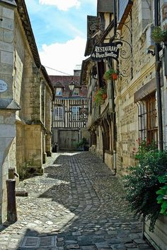 Honfleur, Normandie, France A cobblestone road is like being on the yellow brick road. Beautiful Buildings, Beautiful Places, Beautiful World, Beautiful Boys, Places To Travel, Places To See, Travel Around The World, Around The Worlds, Omaha Beach