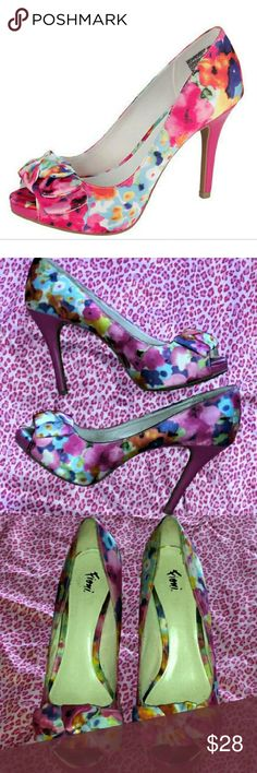Fiona Floral  Peep Toe  Heel Kit Bow pump. Pretty Multicolor floral print. Large bow on vamp. Peep toe. FIONI Clothing Shoes Heels