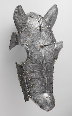 Shaffron - horse armor This shaffron is of an unusual construction that appears to be consciously imitative of Turkish armor of the period, which was made of multiple small plates of iron attached by mail to form a very flexible defense. Horse Armor, Arm Armor, Celtic, Medieval Horse, Ancient Armor, Armor Clothing, Armadura Medieval, German Fashion, Knight Armor