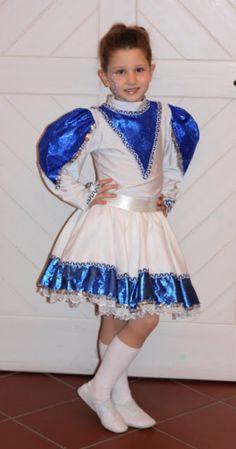 Minigarde des BCC Funkenmariechenkostüm in blau und Weiß
