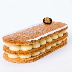 Mille-Feuille vanille : Un feuilleté aérien et délicatement caramélisé, écrin d'une crème pâtissière au goût délicat de vanille Bourbon de Madagascar.