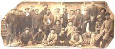 Figura 6. (Página 47).- Vicente Cervera y operarios de su tejera hacia 1908. José María CANDELA GUILLÉN y Felipe MEJÍAS LÓPEZ, La Memoria Rescatada, Vol II, Pag. 55, Aspe, 2012.