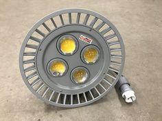 LED Tankverlichting is ontworpen voor toepassing in een omgeving waar men hoge eisen stelt aan kwaliteit zoals scheepswerven, industrieën en bouwwerken. Bij het ontwerp zijn gebruikerservaringen uit de industrie meegenomen waardoor wij een hoge bedrijfszekerheid garanderen, zowel bij binnen opstellingen als een buiten opstelling.   -LED tankverlichting 42V 120 Watt 4000K. -Incl. 10 mtr kabel + CEE contactstop 42V 2p. -Lichtsterkte 10800 lumen. -Diameter 366 mm en diepte 155 mm.