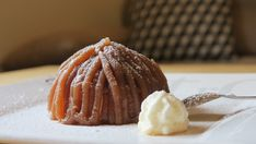 Pinky Cake, Mont Blanc #montblanc #montblancglacé #marrons #crèmedemarrons #pinkycake #meringue Petite Meringue, Muffin, Tasty, Cheese, Breakfast, Desserts, Mont Blanc, Conkers, Ice