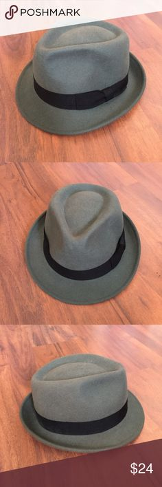 Light gray broner men's fedora hat • brand: broner • size: medium • color: light gray • style: traditional fedora hat from broner brand. Gently pre loved but no flaws. 100% wool   Questions are welcomed :) comes from a pet free and smoke free home. All items are washed before sending. Bundle with 3 items for 15% off. broner Accessories Hats