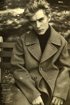 Jude Law 1995 L'Uomo Vogue fashion editor Paul Sinclaire#mensFashion#mensStyle# Peacoat#winterFashion#mensOuterwear