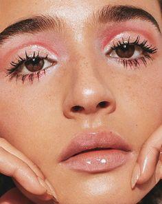 gorgeous glossy makeup look / pink everything / model/dj - Make up - Beauty Glossy Makeup, Pink Makeup, Cute Makeup, Gorgeous Makeup, Pretty Makeup, Makeup Looks, Glossy Eyes, Metallic Eye Makeup, Awesome Makeup