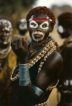 Africa | Karo Woman, Ethiopia. Photo by Carol Beckwith and Angela Fisher.