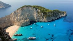 O destinatie pe ecranul tau : plaja Navagio din Zakynthos, Grecia Mykonos, Santorini, Best Beaches In Europe, Beaches In The World, Paros, Most Beautiful Beaches, Beautiful Places, Visa Schengen, Greece Today