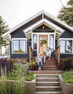 Cool small front porch design ideas 36 home черный дом, крош Exterior Paint Colors For House, Paint Colors For Home, Exterior Colors, Exterior Design, Paint Colours, Grey Exterior, Modern Exterior, Stain Colors, Navy House Exterior