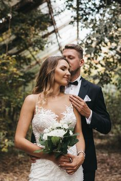 Malownicza sesja w opuszczonej szklarni - Vasco Images Wedding Couples, Blond, Bridal, Wedding Dresses, Image, Art, Fashion, Pictures, Cuba