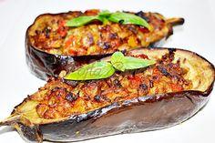 Vinete umplute cu ton Mediterranean Recipes, Salmon Burgers, Baked Potato, Quiche, Zucchini, Food And Drink, Potatoes, Baking, Vegetables