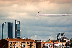 DESFILE DE LAS FUERZAS ARMADAS 2014  La Patrulla Águila dibuja los colores de la bandera de España en el cielo de Madrid.  © www.barriosdemadrid.net #Madrid #FuerzasArmadas #España