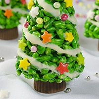Get into the holiday spirit with these festive Christmas Tree Krispie Treat ! XOXOXOXO