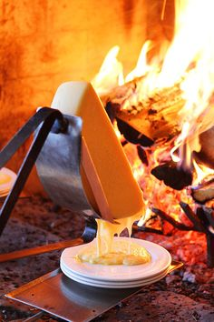 I haven't had Raclette like this before but it looks amazing! Swiss Raclette cheese melting by the fire - World Class Dining at Deer Valley Utah Raclette Cheese, Raclette Party, Fromage Cheese, Fondue Party, Raclette Ideas, Raclette Recipes, Deer Valley Utah, Deer Valley Resort, Milk And Cheese