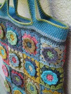 Sac avec 40 grannies fleurs (modèle perso) Une bordure avec 4 couleurs en mailles serrées la douceur de la laine Coast De...