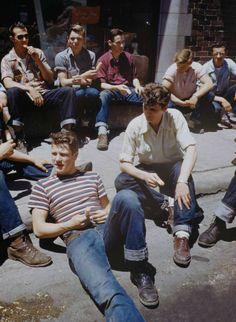 Teddy Boys in -teen boys Teddy Boys, Teddy Girl, Teddy Boy Style, Boys Style, Vintage Beauty, Look Vintage, Retro Vintage, Vintage Sport, Vintage Cars