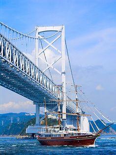 Onaruto Bridge and Uzusio cruise. The bridge connect south part of Awaji Island and north part of Oge island Amazing Places, Great Places, Places To Go, Awaji Island, Tokushima, Hyogo, Visit Japan, Walkways, Japanese Culture
