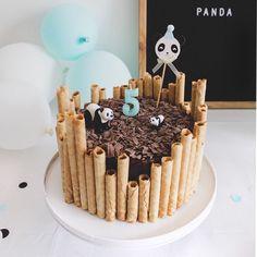Dit was de pandataart van ons pandafeestje! 🐼🎂 Ik kreeg er veel vragen over nadat ik 'm in mn stories had gepost. Hij is echt héél simpel… Panda Party, Mini Donuts, 20 Min, Party Cakes, Tiramisu, Birthday Cake, Ethnic Recipes, Desserts, Was