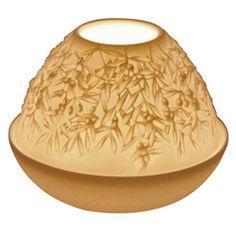 COFFRET DE 2 LUCIOLES OLIVIER - Délicates gravures dans le biscuit de porcelaine qui ,sous l'effet de la lumiére, laissent apparaitre des paysages d'une grande profondeur avec d'une quantité de détails inouies .Proposé avec une bougie parfumée .