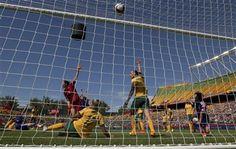 Japan's Mana Iwabuchi (16) scores a goal as Australia's goalkeeper Lydia Williams (1), Kyah Simon (17) and Emily van Egmond (10) protest the goal during second half FIFA Women's World Cup quarter-final action in Edmonton, Alberta, Jun 27, 2015. (Jason Franson/The Canadian Press via AP) MANDATORY CREDIT ▼28Jun2015AP|Iwabuchi lifts Japan to semis with 1-0 win over Australia http://bigstory.ap.org/article/b09f77ed7c474dafb4897a02e6d4e3d6 #2015_FIFA_Womens_World_Cup…