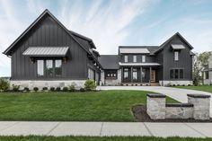 Farmhouse Exterior Colors, Stone Exterior Houses, Black House Exterior, Exterior House Colors, Exterior Homes, Grey Exterior, Exterior Siding, House Exteriors, Exterior Paint