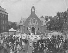 Newly ordained Jesuits' first blessing in front of Dahlgren Chapel in Catholic University, Georgetown University, Alma Mater, I School, Blessing, Washington, America, History, Building