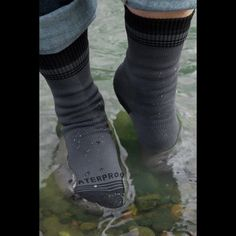 Some Waterproof socks to go with your waterproof shoes ^^ Crosspoint Waterproof socks from Showers Pass! Now you can have all the comfort of dry feet, regardless of your shoes! #wanderlust #army #navy #navyseals #coastguard #airforce #marines #USN #USCG #USMC #USAF #fitness  #ourheros #healthy #veteran #veterans #hiking #adventures #backpacking #explorers #hikers #parkour  #gears #gadgets #tech #technology #diving #divers