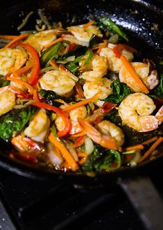 This dish is everything a good Thai dish should be: simple, lots of fresh flavors with tangy Thai basil and peppers, yet the flavors are Thai Basil Shrimp Recipe, Thai Basil Recipes, Fresh Basil Recipes, Asian Recipes, New Recipes, Cooking Recipes, Healthy Recipes, Thai Shrimp, Thai Cooking
