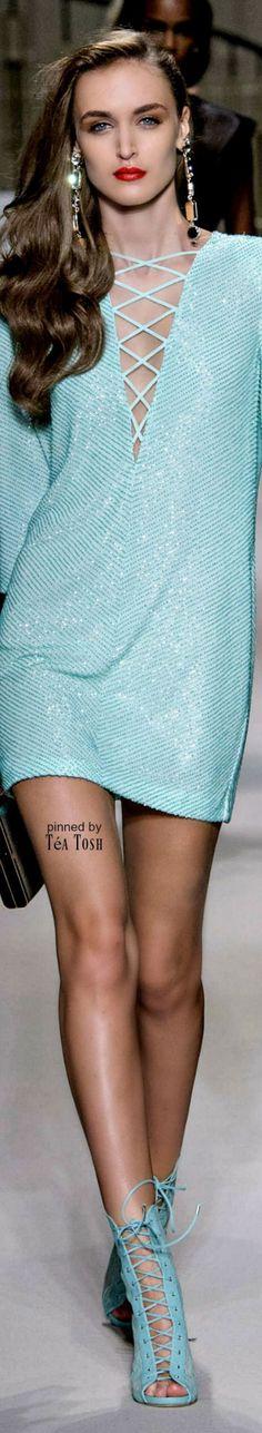 Spring 2017 Ready-to-Wear Elisabetta Franchi Estilo Fashion, Blue Fashion, Fashion 2017, Fashion Show, Womens Fashion, Fashion Design, Fashion Trends, Dress Fashion, Mode Orange