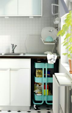 Hiding the kitchen cart in a nook under the counter?