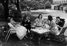 Debutante Henrietta Tiarks (C) pouring tea for her friends outside. Photograph by Mark Kauffman. White House News, The Four Loves, Heart Photography, Cuppa Tea, Fun Cup, Real Style, Day Off, Life Magazine, Vintage Tea