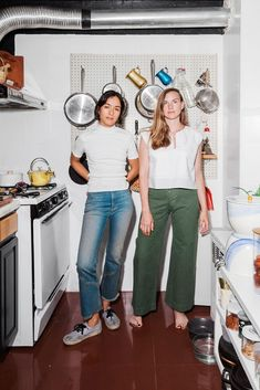 We visit the Chinatown apartment of Sabrina de Sousa to chat with her and her co-founder Alissa Wagner about their resturant, Dimes. Food Design, Daily Wear, Vintage Outfits, Women Wear, Normcore, Cooking, How To Wear, Blog, Strength
