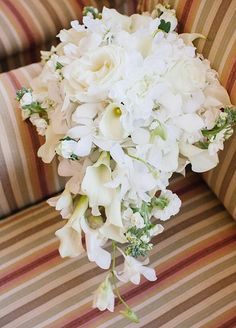 Cascading bouquet for bride with a subtle mix of colors