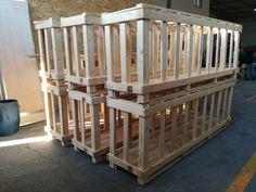 Parmaklı ahşap ambalaj ürünleri, belirli aralıklar bırakarak ahşabın birleştirilmesi ile malzeme taşımak için yapılan ahşap taşıma araçlarıdır.